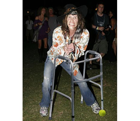 steven tyler's old ass falls off stage