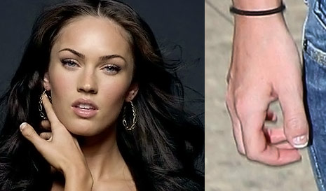 megan fox thumbs